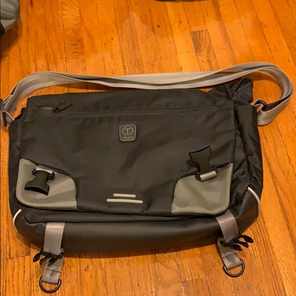 Tumi Other - New Tumi T-Tech essential fear messenger bag